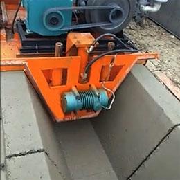 排水沟滑模机工地视频(梯形)
