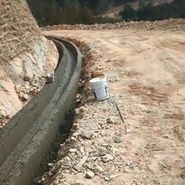 盘山公路水沟滑模机现场案例